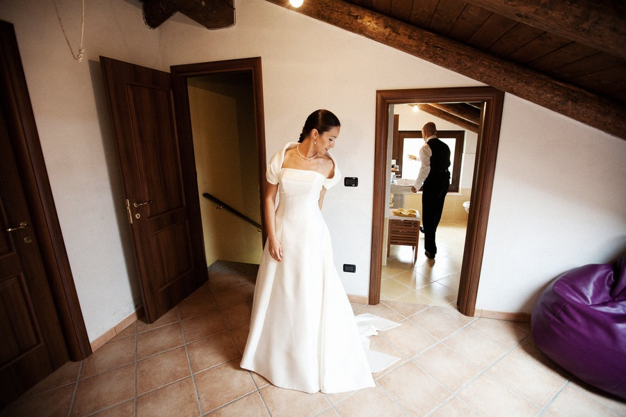 bride and groom getting ready weddings italy