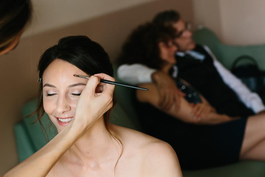 Preparazione Sposa con genitori Matrimonio Lago di Garda