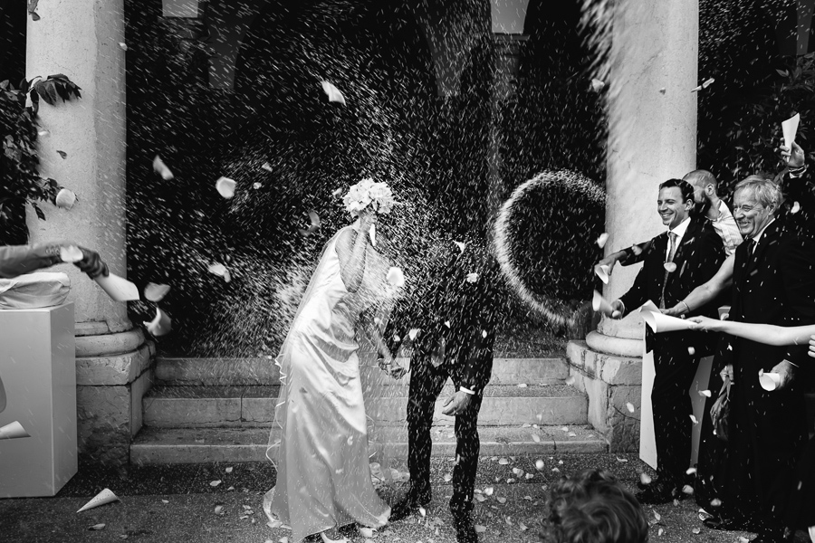 uscita sposi con riso Comune di Lonato del Garda