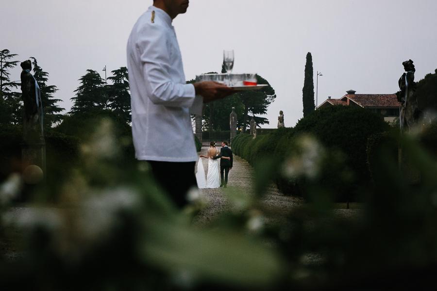ritratto sposi Villa La Tassinara fotografo di matrimonio lago di garda