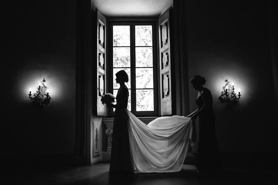 tuscany wedding photographer bride wedding portrait