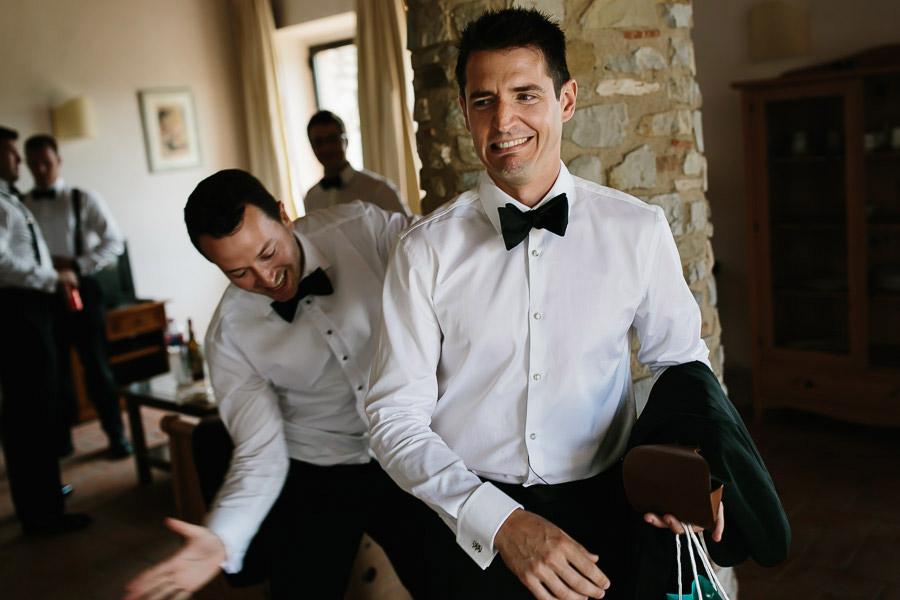 tuscany wedding photographer groom wedding preparation