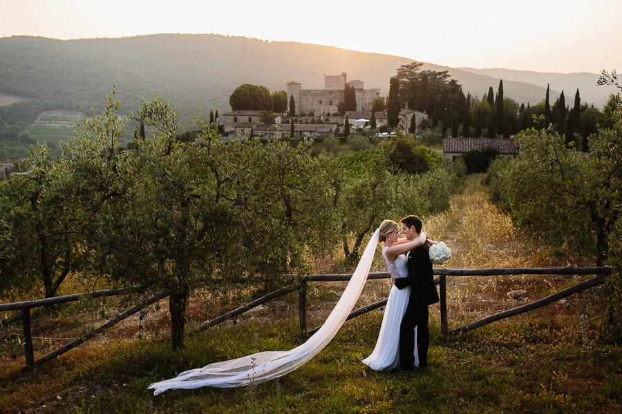 castello di meleto wedding bride and groom kiss